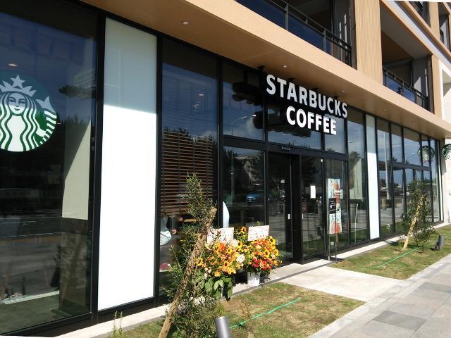《近隣の情報》当館向かいに「スターバックス コーヒー 江ノ島店」がオープンしました。営業時間は朝7時から22時まで。江の島周辺には今まで無かったため、地元ではちょっとした話題になっています。 http://t.co/2ETxKJYV1j