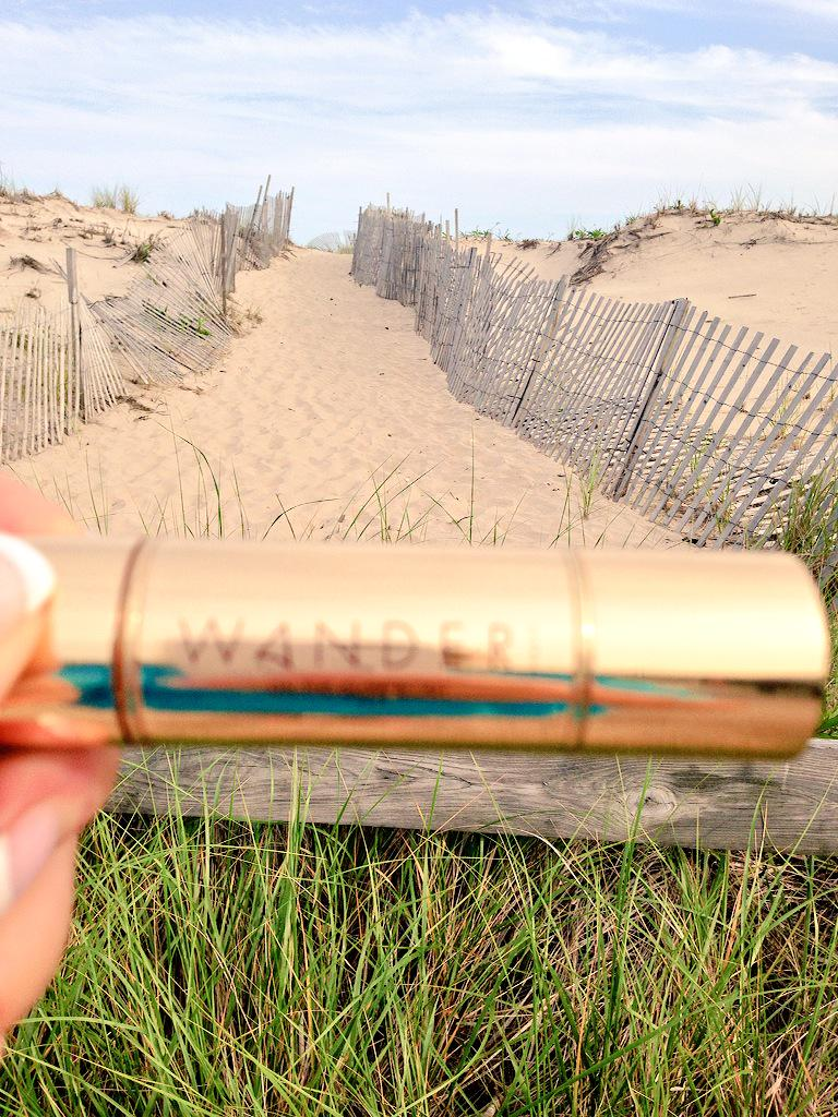 RT @christineRDH1: From TheBeachToBeach Party ! WANDER always wanders with me ! #QVC#glow stick http://t.co/8FXgvi0lcu