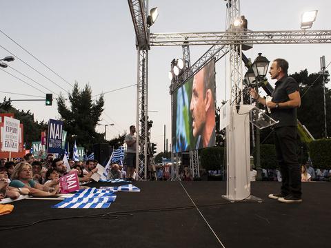 Replying to @20Minutes: Grèce: Le discours pro-oui de Nikos Aliagas à Athènes divise les Grecs http://t.co/TUCQSuNsqW http://t.co/o3k23kEUOe