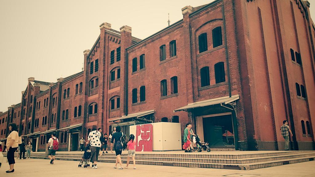 『陶ISM2015 夏の陶芸フェス』7月4日、5日 会場:横浜赤レンガ倉庫 広い空間にゆったりとしたスペースそして100名近い作家さんが出展 満喫させて戴きました皆様もぜひお出かけください http://t.co/wTLoxGatxk http://t.co/H3CGPAoMqD