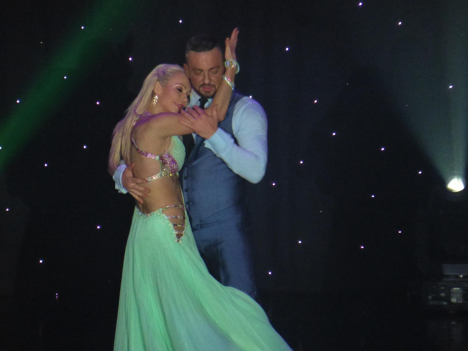 RT @Richardbbc: @KRihanoff and @Robinwindsor were feeling good on @pandocruises Azura http://t.co/Ht8b7faNYm