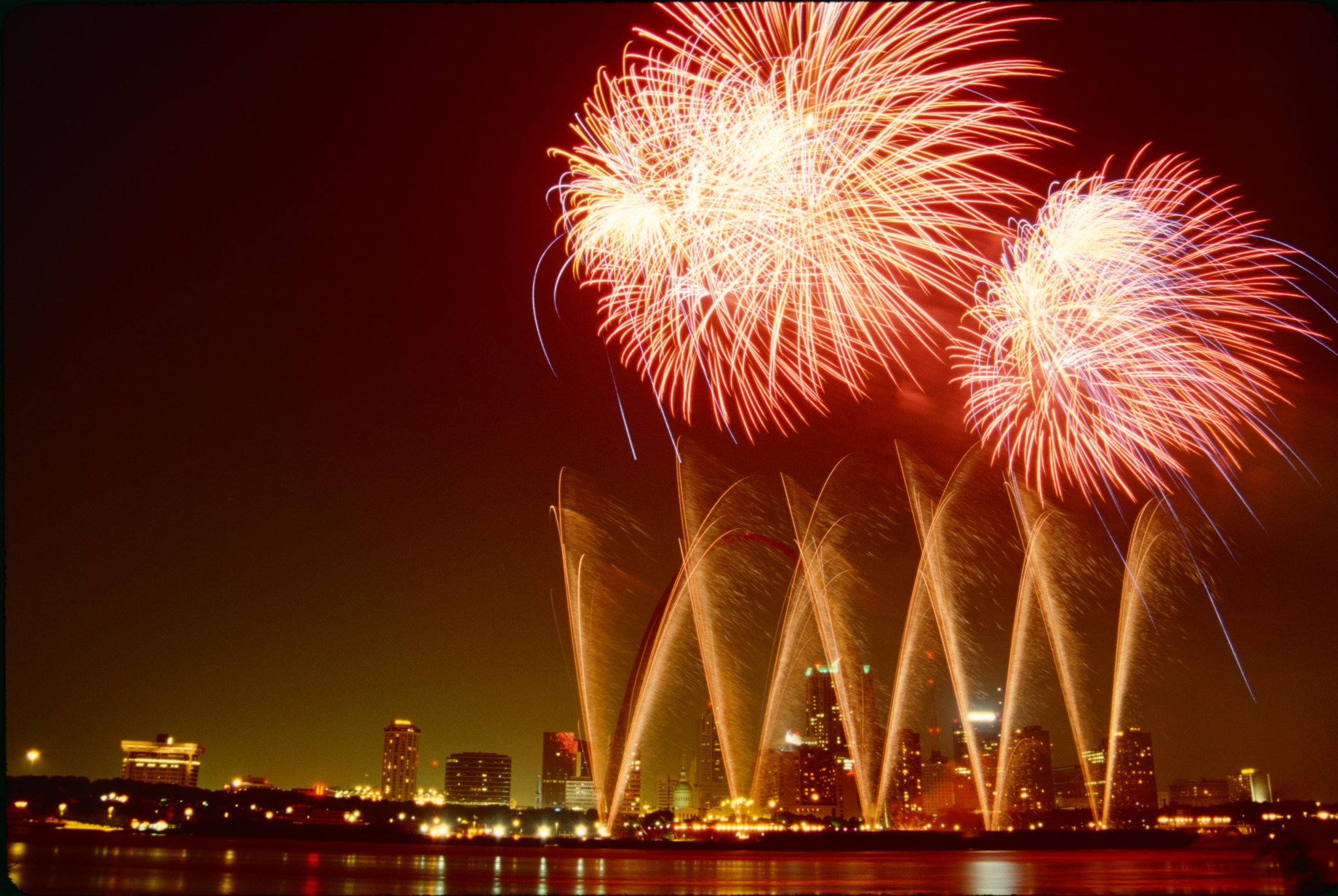 RT @TheNextWeb: Take awesome fireworks photos today with these 13 low light shooting tips http://t.co/179BdASEyF http://t.co/z6wtOxFaIk
