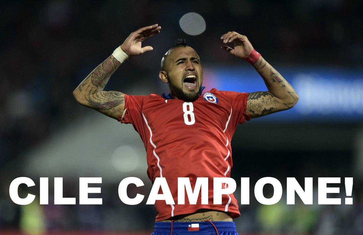 Vidal (Juventus) festeggia dopo la conquista con il Cile della prima Coppa America 2015