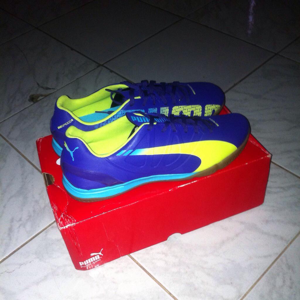 Sepatu Futsal Puma Evopower 4 2 Pop It Art 103659 01 - Daftar Harga ... 259aad5a43