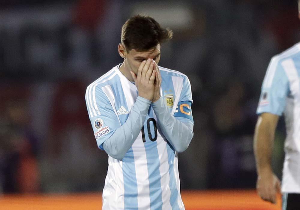 [#EncuestaPopular] Después de la final en la Copa América. ¿Apoyás a Messi? RT: Si, FAV: No. http://t.co/U8qWce0NQD