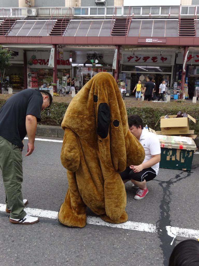 大垣の歩行者天国にコアラのマーチがいたのだが、大惨事になってた pic.twitter.com/JwzZH6Rjfs