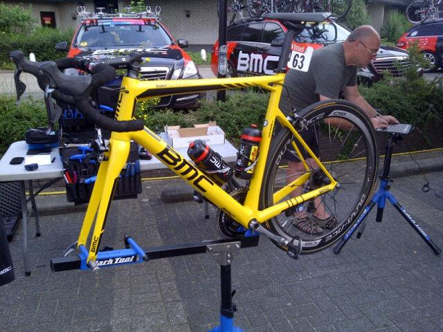 Mechanics working early on the Tour leader's new bike. http://t.co/OrwH7ZCLln