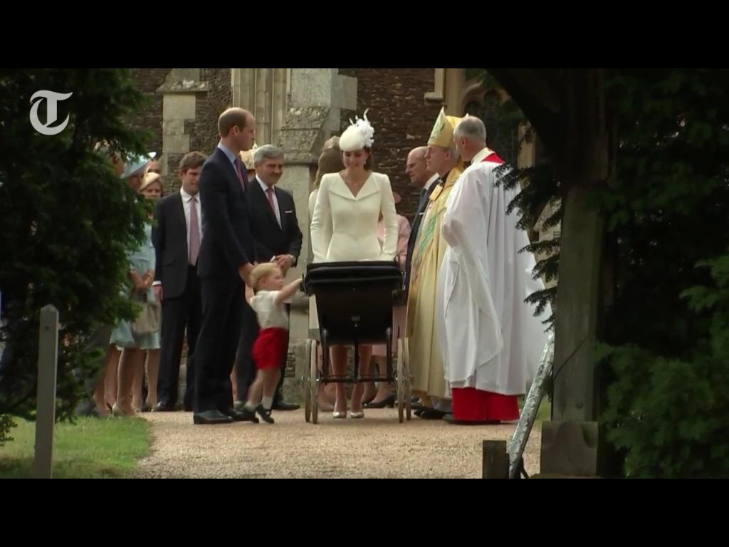 Here's a look at George peering in at baby Charlotte in the pram. ❤️ #RoyalChristening http://t.co/IXYGUZeUHo