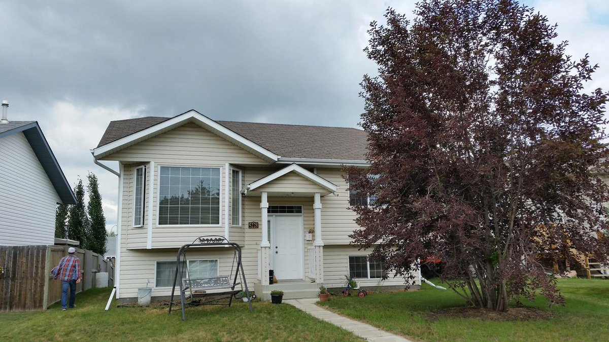 Ok...renting out my house! 2 bedroom, 1 bathroom house in #Blackfalds $1200/mth + utilities Lease & DD req'd. http://t.co/u5nUp6wKKH