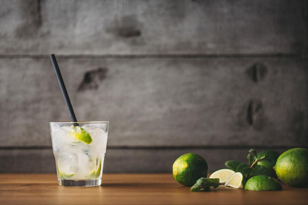 16 low-cal versions of your favorite cocktails. http://t.co/m8gndremgZ http://t.co/wK78k0eFPA
