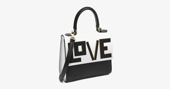 It was definitely love at first sight with this @lpjparis bag: http://t.co/YomSyMNHrZ http://t.co/9xmCuSiXTG