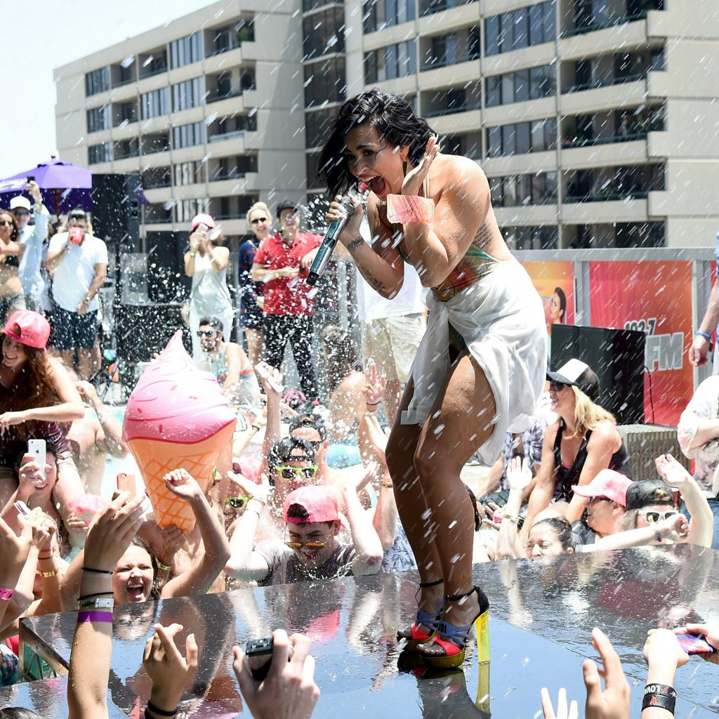 Watch Demi Lovato Fall at a Pool Party, Recover Like a Champ http://t.co/SOobgBokN9 http://t.co/id5repsQ55