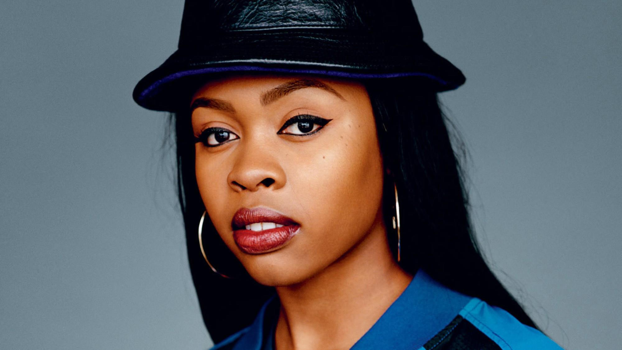 .@Official_Tink's new video proves she's one in a million: http://t.co/X0BICsoaWp http://t.co/gTbbJ8Dv36