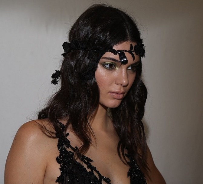 We're into Kendall Jenner's romantic beauty look from Atelier Versace's show: http://t.co/55dMxWl7K4 http://t.co/66mhzxL8Ly