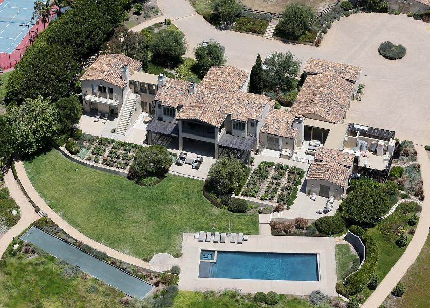 Lady gaga s beverly hills mansion has a home theater 800 for P diddy maison