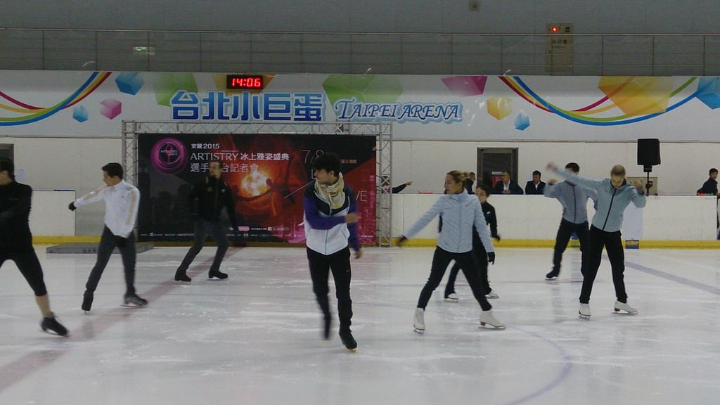 Ледовые шоу-2 - Страница 48 CJNtdUPUsAAsurN