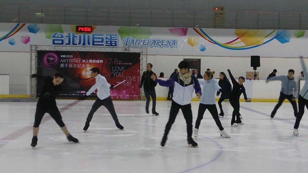 Ледовые шоу-2 - Страница 48 CJNte7AUYAArBj4