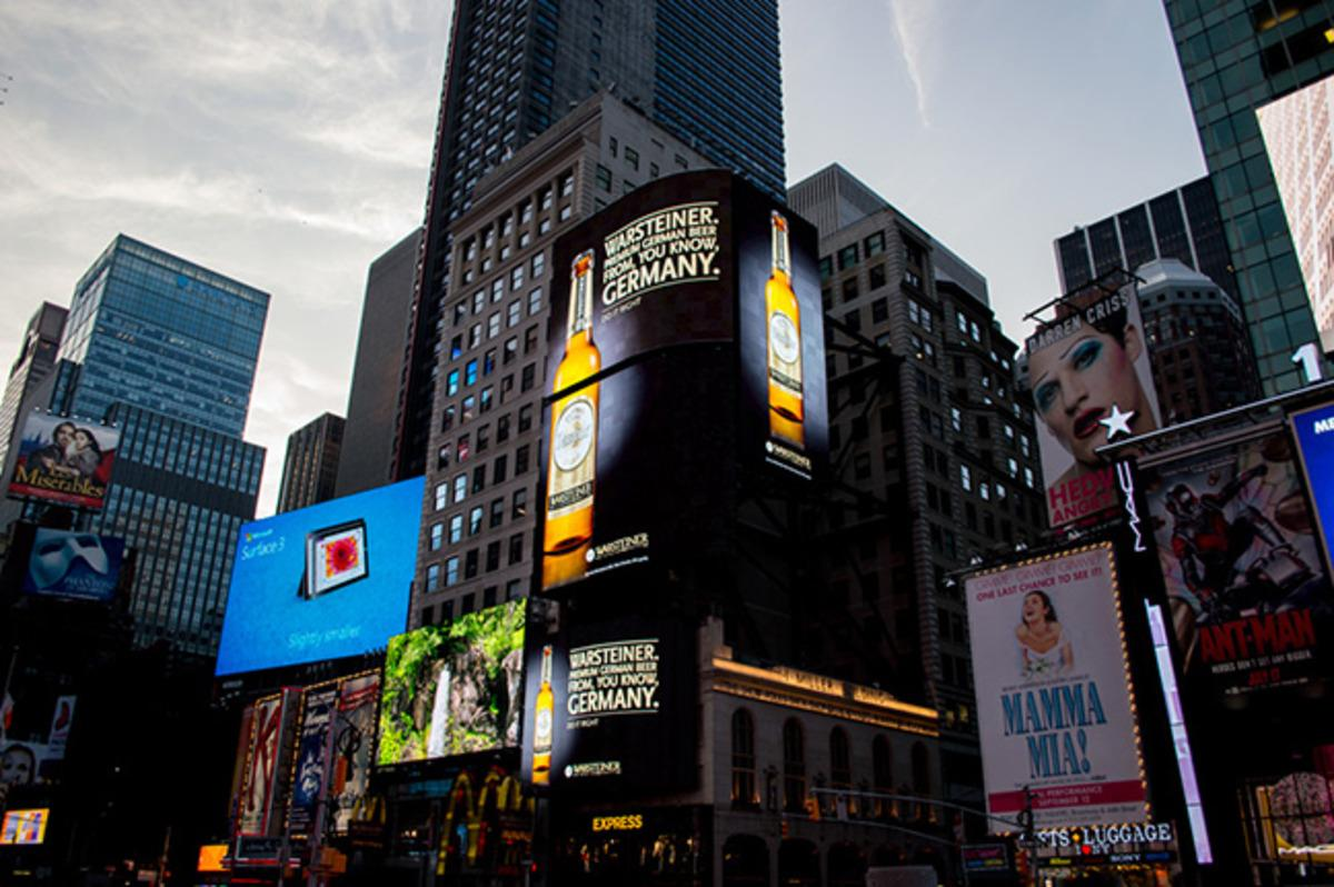 RT @luxury: German beermaker Warsteiner is making fun of rival Beck's in a Times Square billboard. http://t.co/SjDGnRAxbX http://t.co/HqPM4…