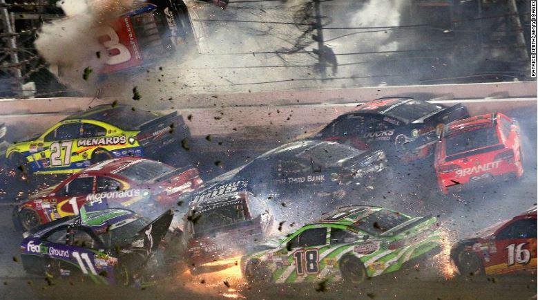 Corse Nascar: impressionante incidente a Daytona FOTO VIDEO