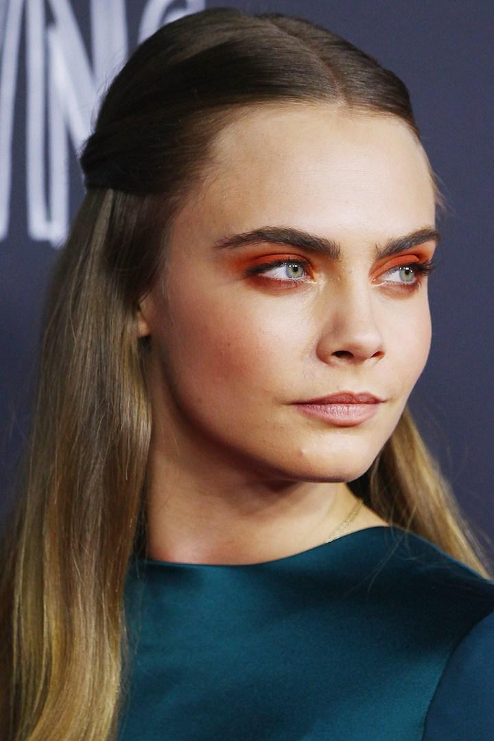 How to rock orange eyeshadow by @Caradelevingne (no really): http://t.co/UJKjpuZUuv http://t.co/i2hLF3Paed
