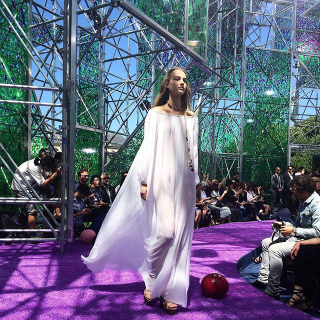 RT @ninagarcia: The lightness of @Dior #hautecouture 2016 #magical http://t.co/gU1fPq1eur http://t.co/B2ZY02tzCY