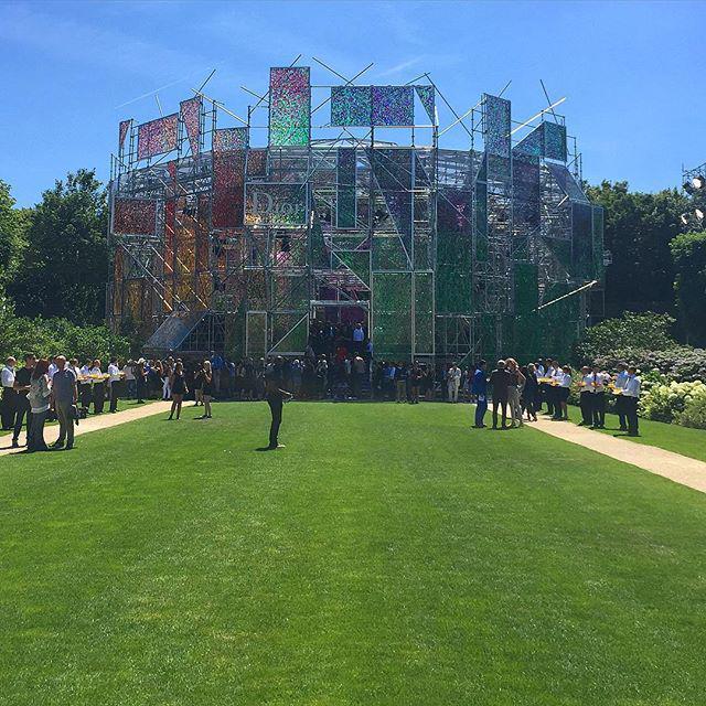 RT @ninagarcia: Magnificent structure for @Dior #hautecouture http://t.co/oOAhHThuC2 http://t.co/qeIO4KsJek
