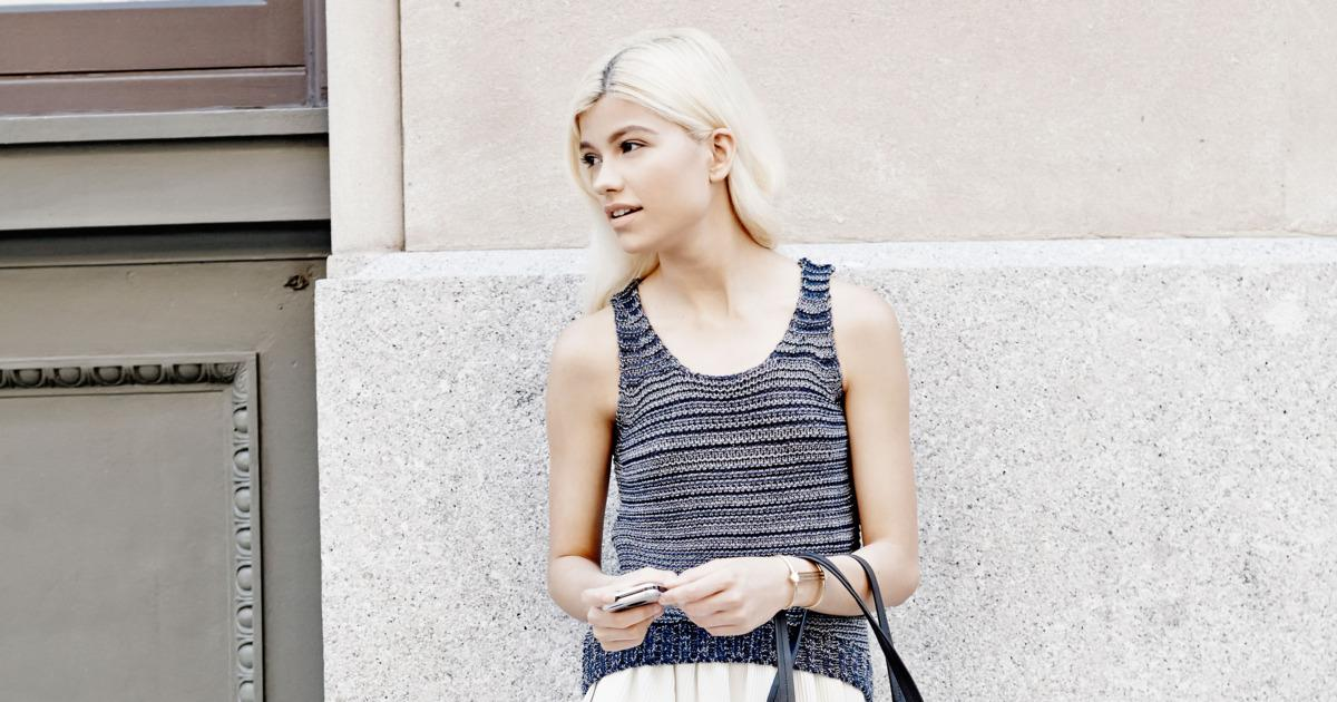 Outfit of the week: A knit tank and a pleated midi skirt http://t.co/GQGY6mqyyu http://t.co/Wk0CgATrl4