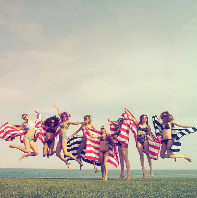 .@taylorswift13 had a picture-perfect Fourth of July weekend: http://t.co/g1wvQKSfni http://t.co/1MMc5FOCXh