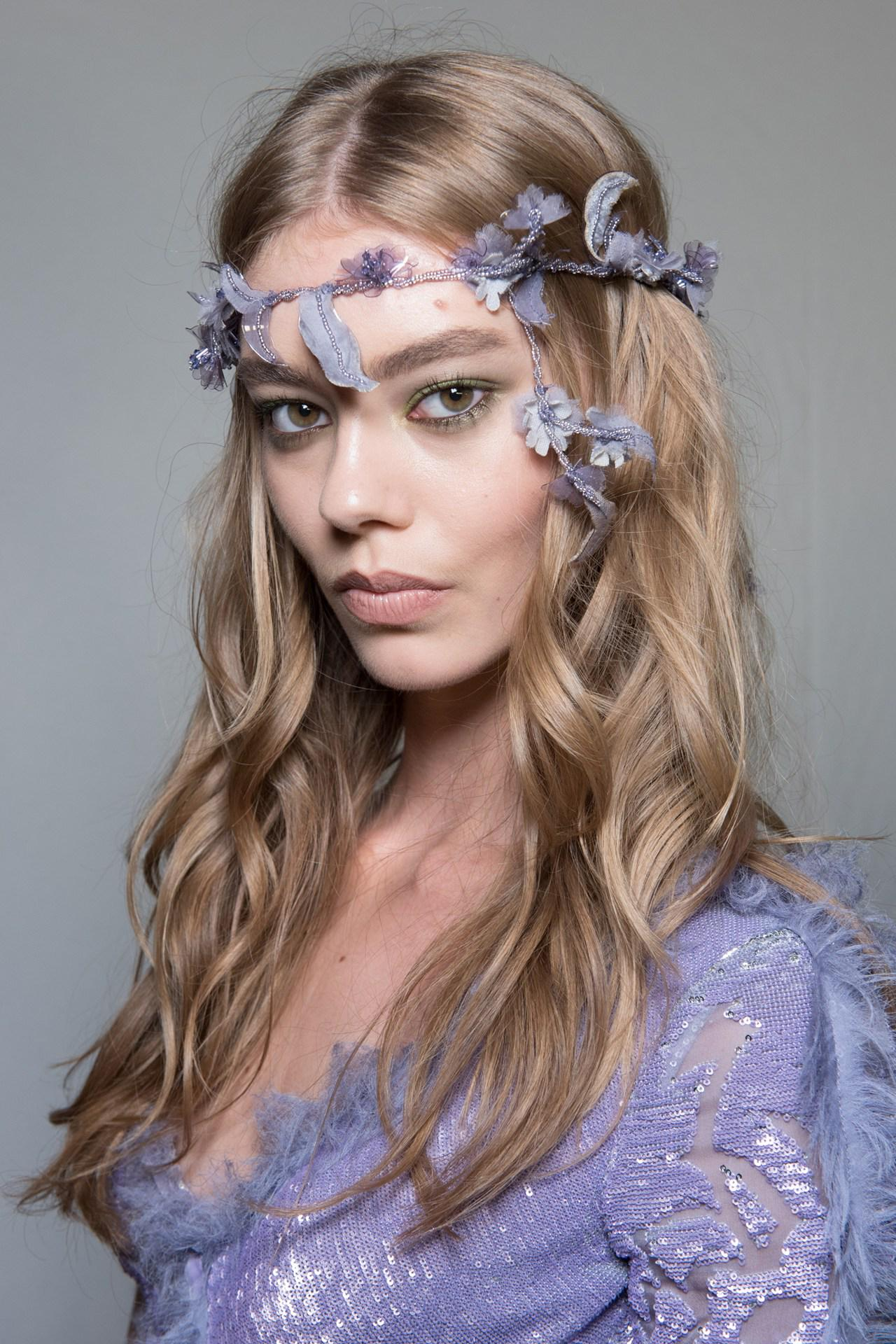 Festival hair - couture style. Go close-up on @GuidoPalau's @Versace creations: http://t.co/Q4QHf0YZT0 http://t.co/Hb6ML8Uem9