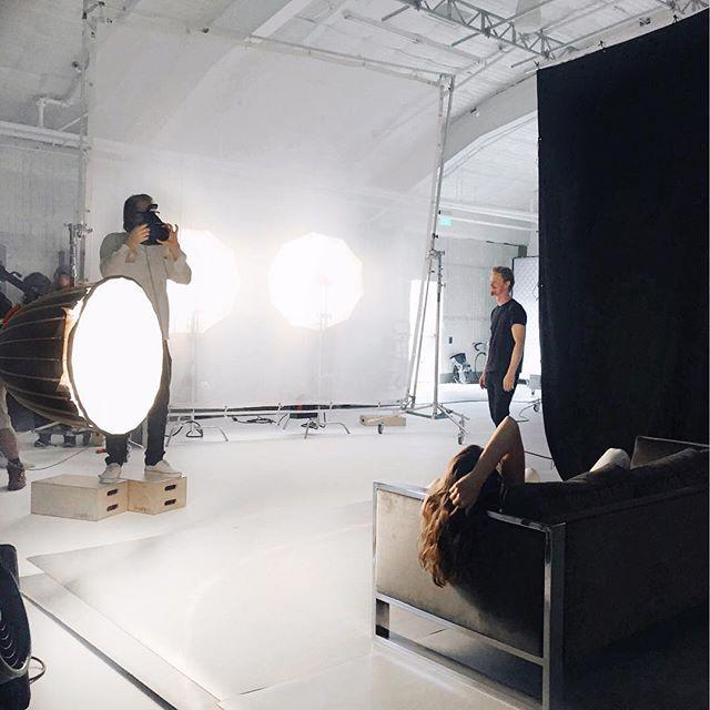 @CindyCrawford on set in BIGBOX with #THEEDIT by @netaporter! http://t.co/J7YsgrYOmB http://t.co/S2SsPoeXPs