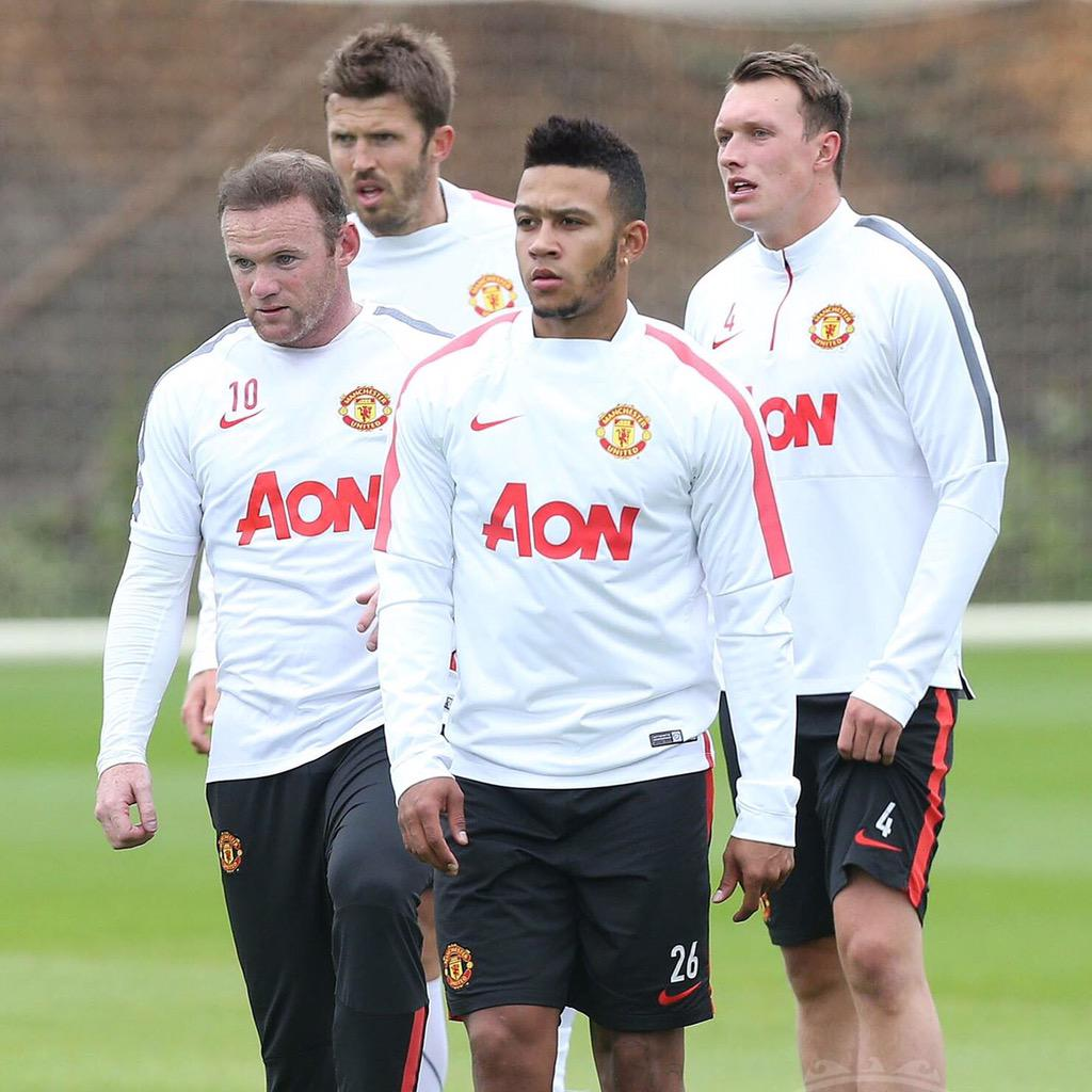Felt good to be back training with the lads today @carras16 @Memphis @PhilJones4 @ManUtd ⚽️⚽️⚽️ http://t.co/HN7VDee1s3