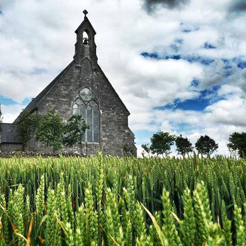 Beautiful random church in the Irish countryside that we came across on the road 2 the #WildAtlanticWay. #LoveIreland http://t.co/LUht3vexZi