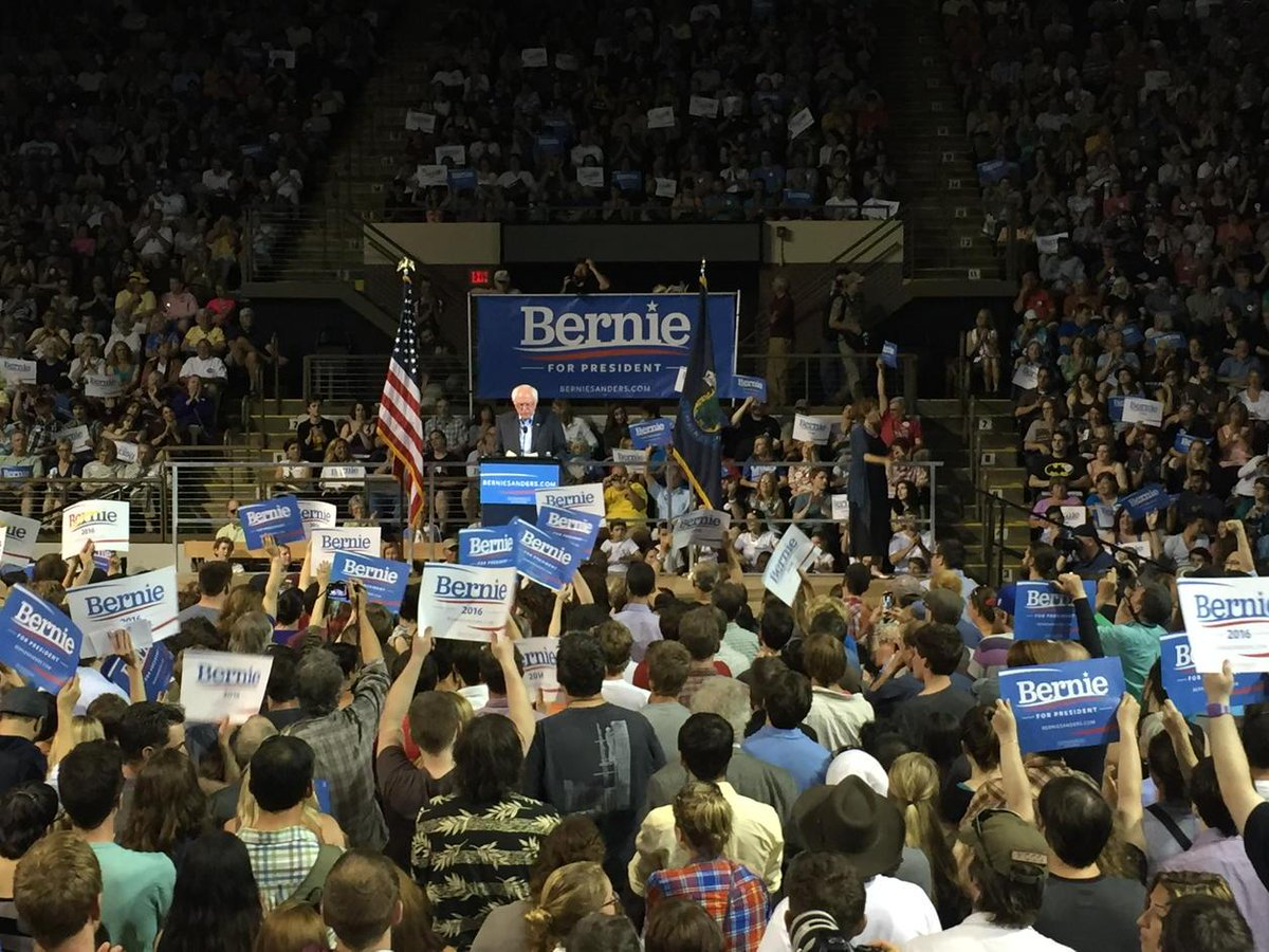 Crowd is so big they've had to open areas that were supposed to stay closed. @BernieSanders #mepolitics http://t.co/kQw5XZPE3L
