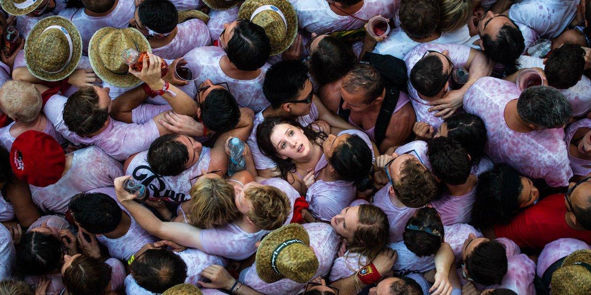 Espectacular foto de David Ramos @davphoto20 Crónica silenciosa del comienzo de San Fermín.  http://t.co/2V1o5utxAq