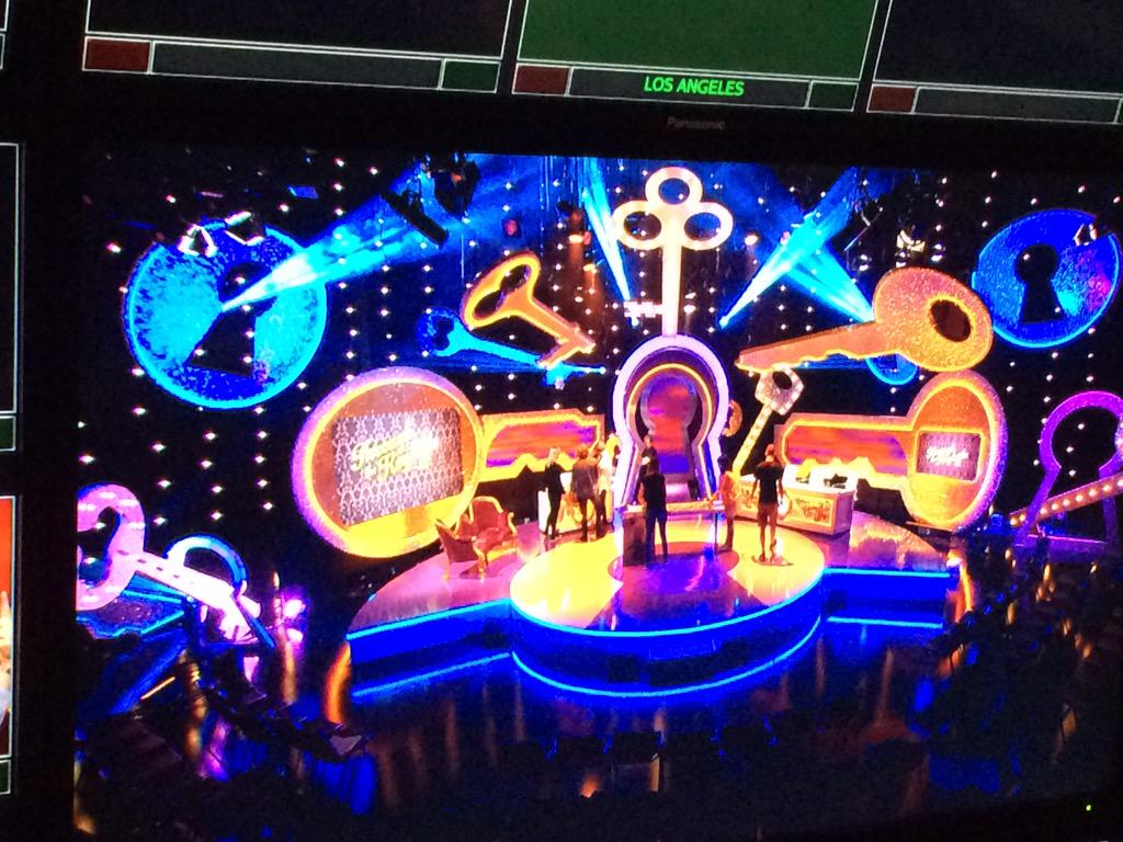In studio filming #ThroughTheKeyhole. Back on TV soon. In the meantime vote for Juice here!  http://t.co/gVBukLfn4q http://t.co/GqFFZ6G2BZ