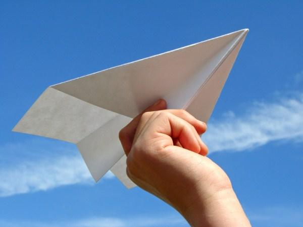 #WhatDoLaaitiesKnowAbout sending your crush a love note in class via a paper aeroplane... http://t.co/0nI4NPp0aD