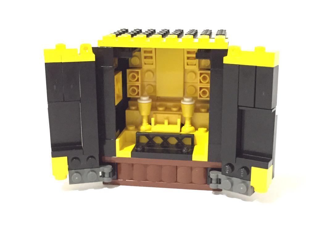 レゴでお仏壇ができました!あぁ^〜功徳が積まれる^〜 pic.twitter.com/TV9ZsQ3RvT