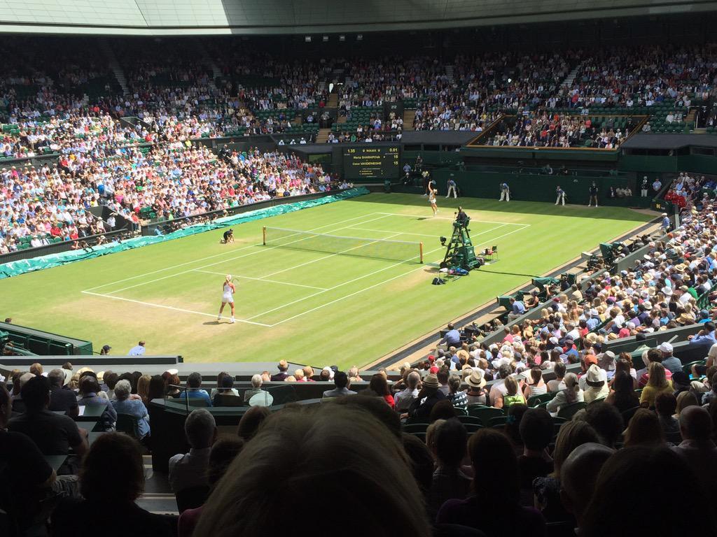 Here we go!!! #Wimbledon2015 #Sharapova #Vandeweghe 🎾 http://t.co/nxSRoLzMxM