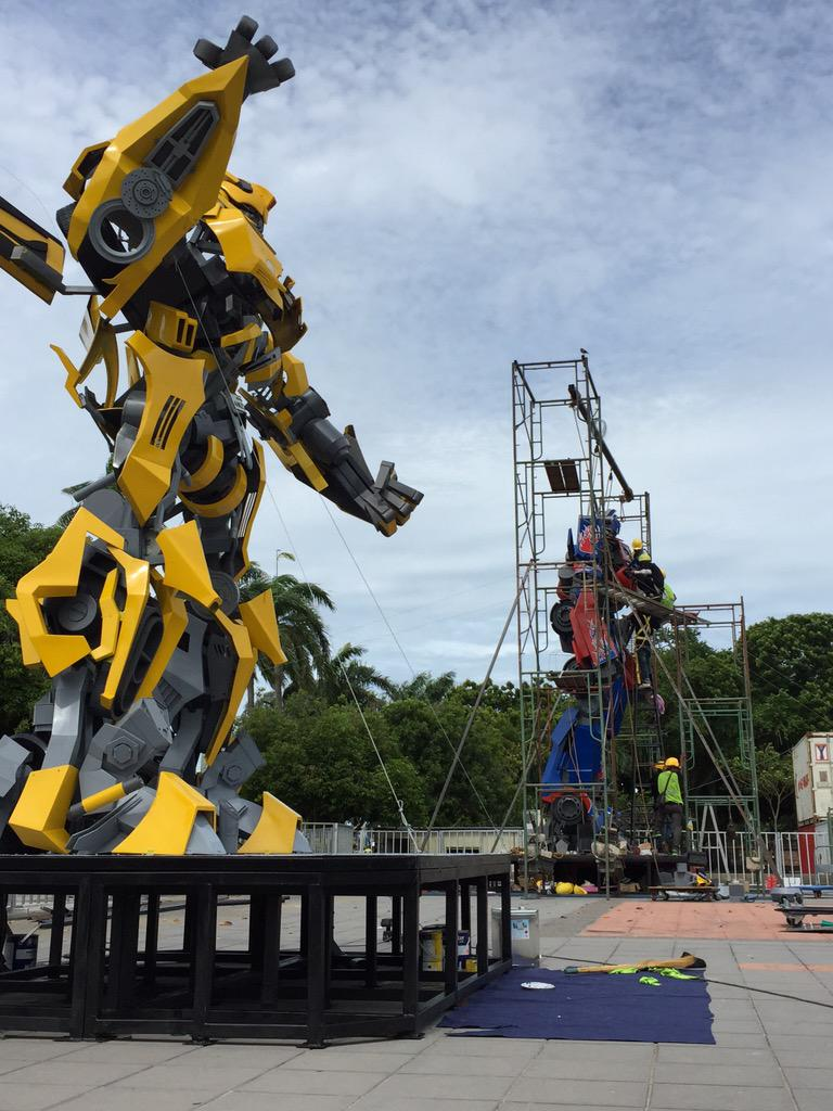 Transformer Street Art at Esplanade happening soon from 17th July onwards. Here's the sneak peek. Enjoy! http://t.co/XsPdmv4Xu5
