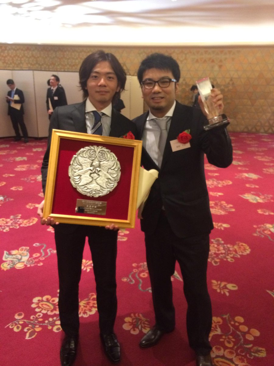放送文化基金賞の贈呈式でした。「しくじり先生」演出の北野Dと記念写真。 http://t.co/4lNXaPVyNq