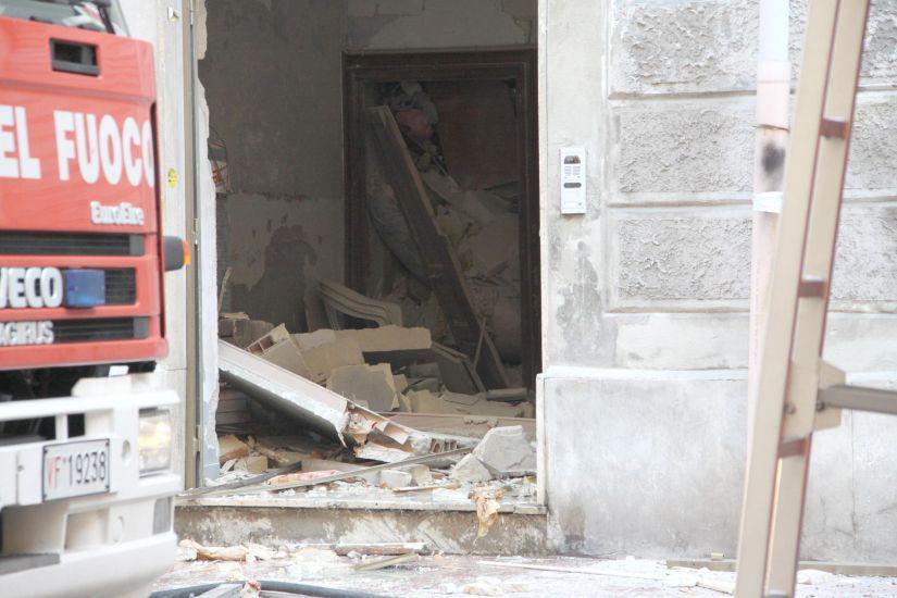 Taranto: una vittima tra le macerie dopo esplosione