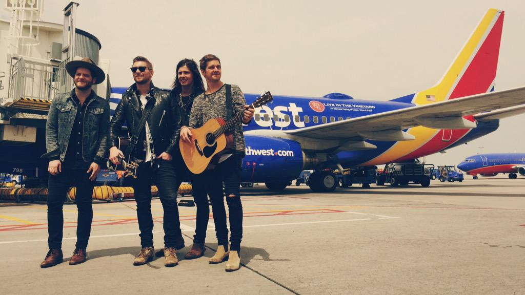 We just surprised a bunch of people & performed on a plane 35,000 ft. in the air! #liveat35 #southwestairlines #litv
