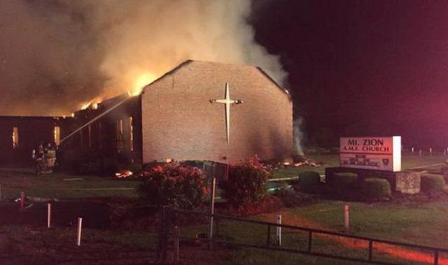 #USA > des musulmans collectent des fonds pour la reconstruction d'églises noires incendiées >>http://t.co/XPi9BccPRZ