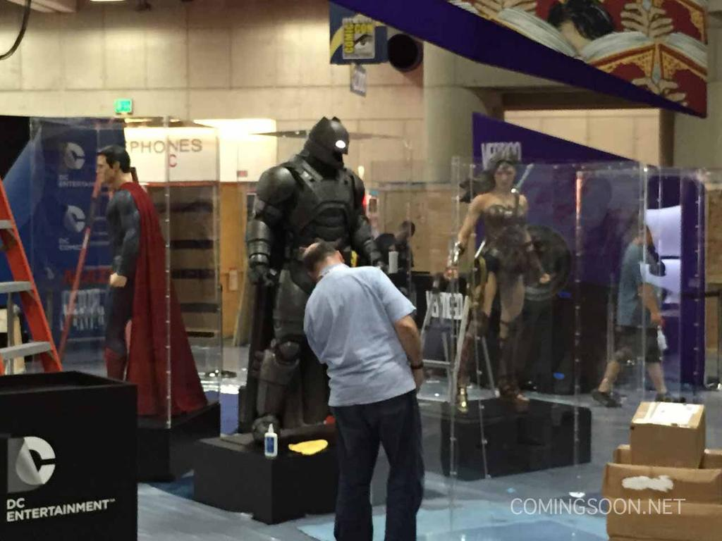 Looks like @BenAffleck's #BatmanvSuperman Mech Suit will be on display at @DCComics' #SDCC2015 booth http://t.co/1otDdGy1Jb