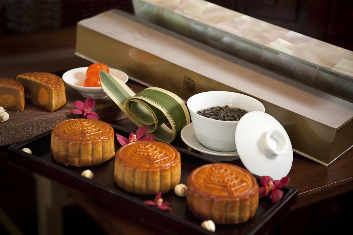 Share the joy of Mid-Autumn Festival with sweet gift of #FourSeasons mooncakes. http://t.co/lcopObktzY http://t.co/BiBzGdSyXL