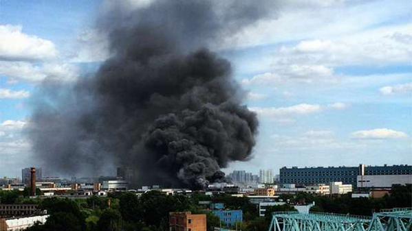 """""""Такой едкий дым нахрен!"""": в Москве огромный пожар, горят покрышки - Цензор.НЕТ 296"""