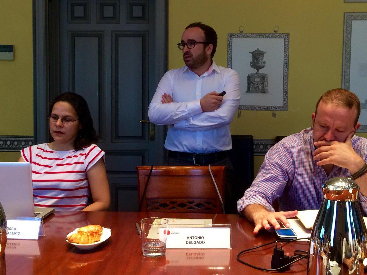 """¡Empezamos! @adelgado: """"el periodismo de datos cuenta lo que los datos dicen"""" #elcanotalks http://t.co/rvV93Vuj6w"""