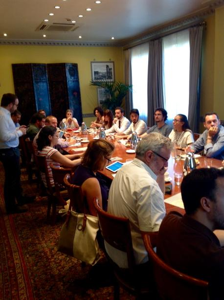 A pesar de los calores de julio, la mesa de #elcanotalks para hablar de periodismo de datos, hoy llenísima. http://t.co/6VIH1oXLut