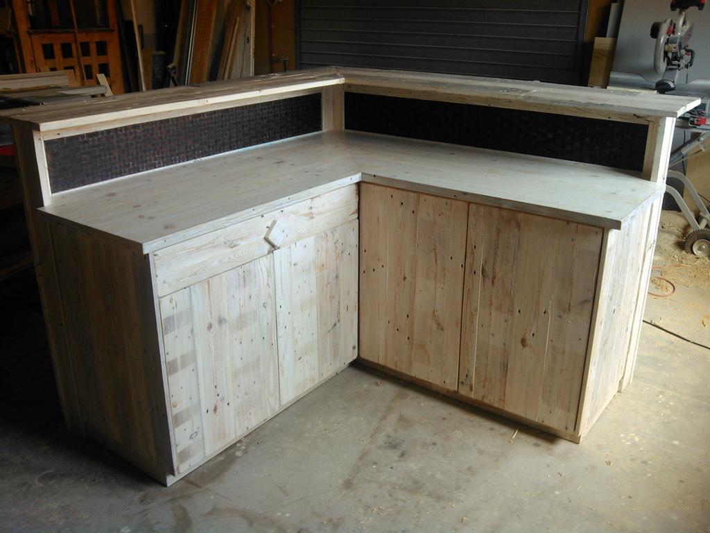 noaux on twitter cuisine comptoir d 39 ext rieur en bois de palettes et cerclage acier http t. Black Bedroom Furniture Sets. Home Design Ideas