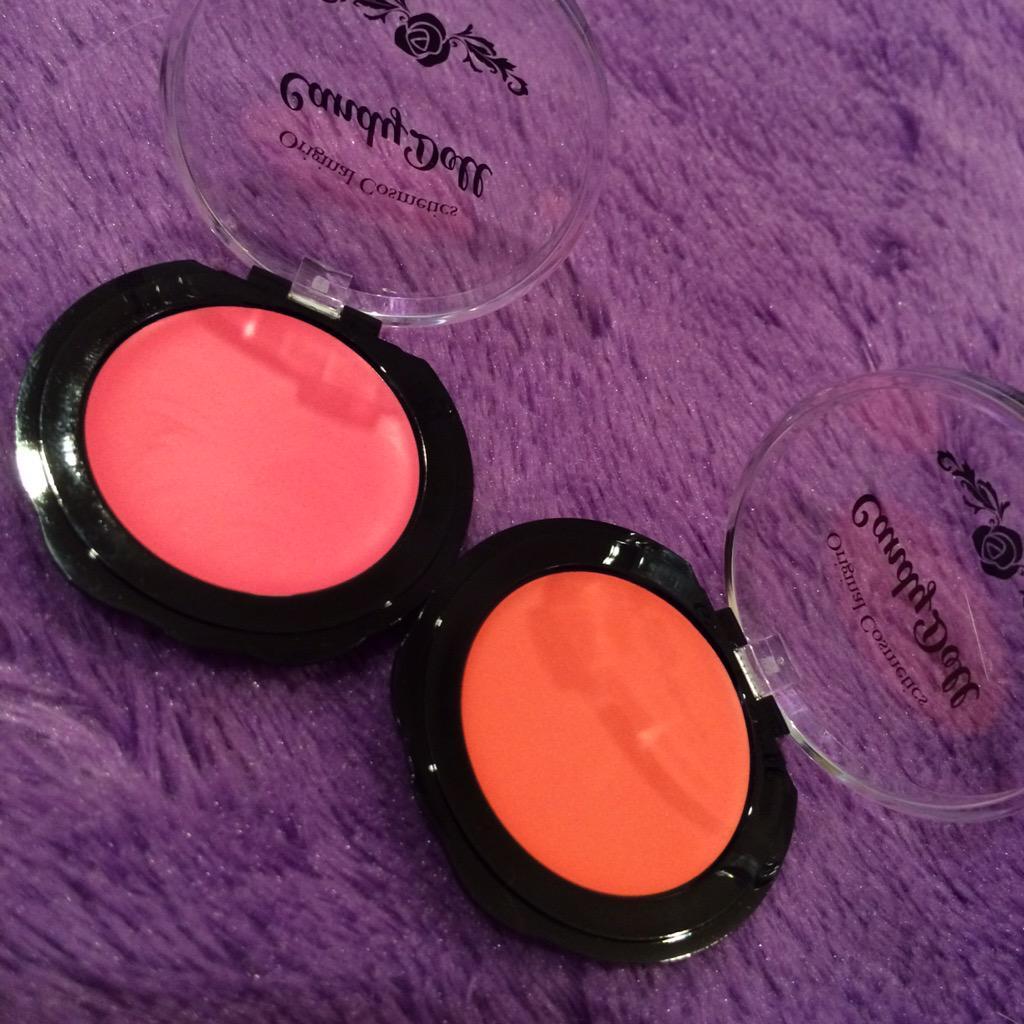 手抜きメイク。 @寝癖  #Candydoll クリーミーなコーラルチーク塗ってオレンジリップ塗っておけばなんとかなーる。 (と思う。)